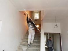 Stavební práce narekonstrukci Dolní školy jsou těsně předdokončením