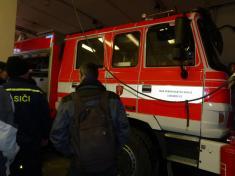 Naši hasiči získali úplně nové velké terénní zásahové auto scisternou