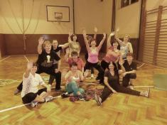 Cvičení žen veškolní tělocvičně